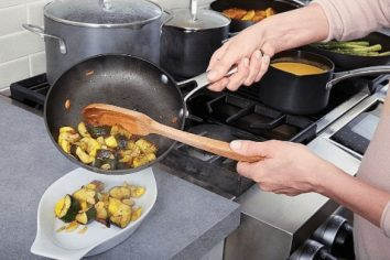 Are Calphalon Pans Oven Safe
